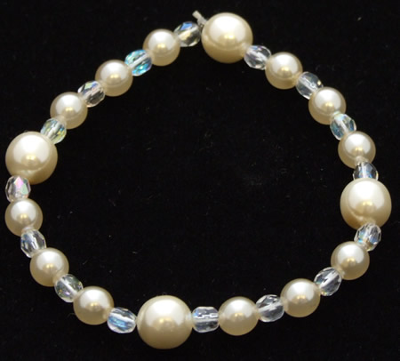Image of Pearl and crystal bracelet on elastic