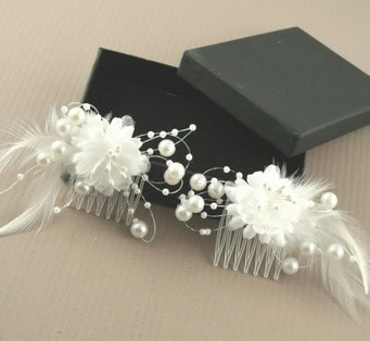White Small Combs with Feathers and Pearls